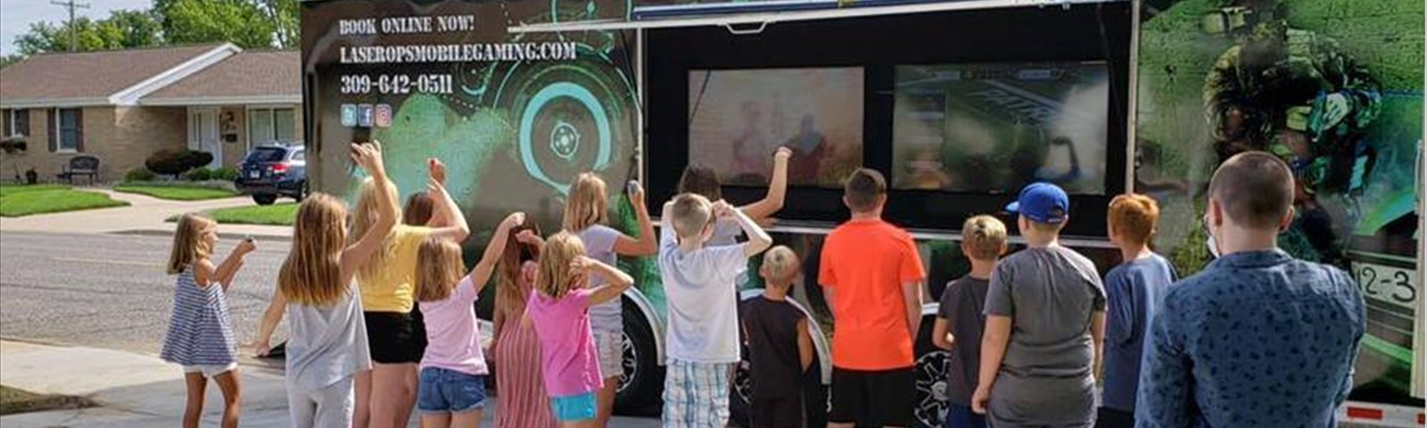peoria-illinois-video-game-truck-outside-gaming
